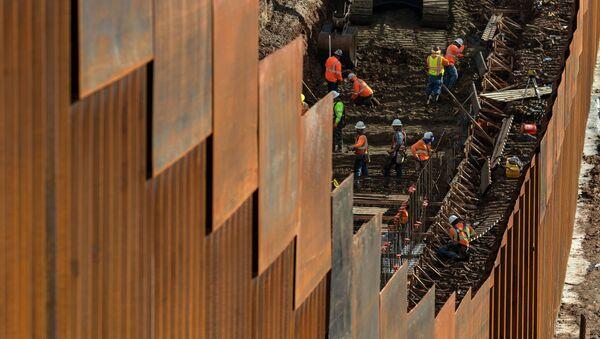 Budowanie muru na granicy z Meksykiem - Sputnik Polska