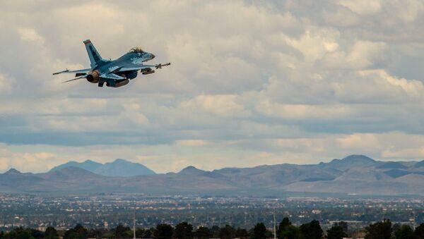 F-16 podszywa się pod Su-57 - Sputnik Polska