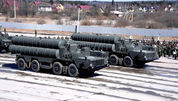 Systemy S-400 na poligonie Alabino - Sputnik Polska