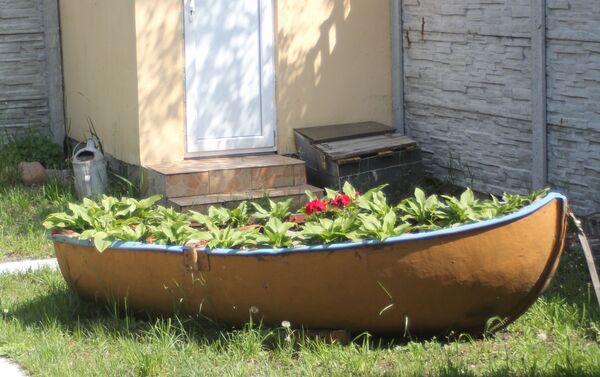 Klomb zrobiony z łódki – typowy pejzaż rybackiej Kosy - Sputnik Polska