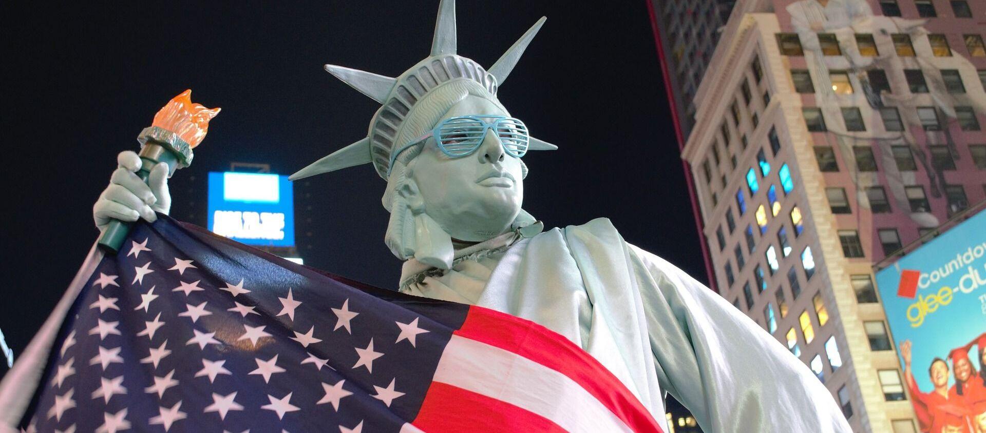 Statua Wolności i flaga USA - Sputnik Polska, 1920, 02.03.2021