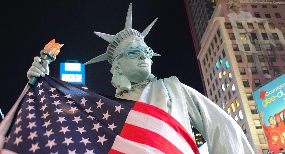 Statua Wolności i flaga USA