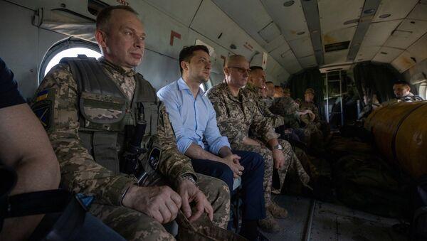 Prezydent Ukrainy Wołodymyr Zełenski na pozycji Sił Zbrojnych Ukrainy na kontrolowanym przez Kijów teryrtorium obwodu ługańskiego - Sputnik Polska