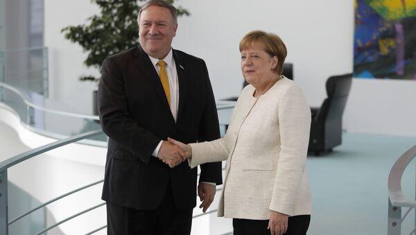Angela Merkel i Mike Pompeo - Sputnik Polska