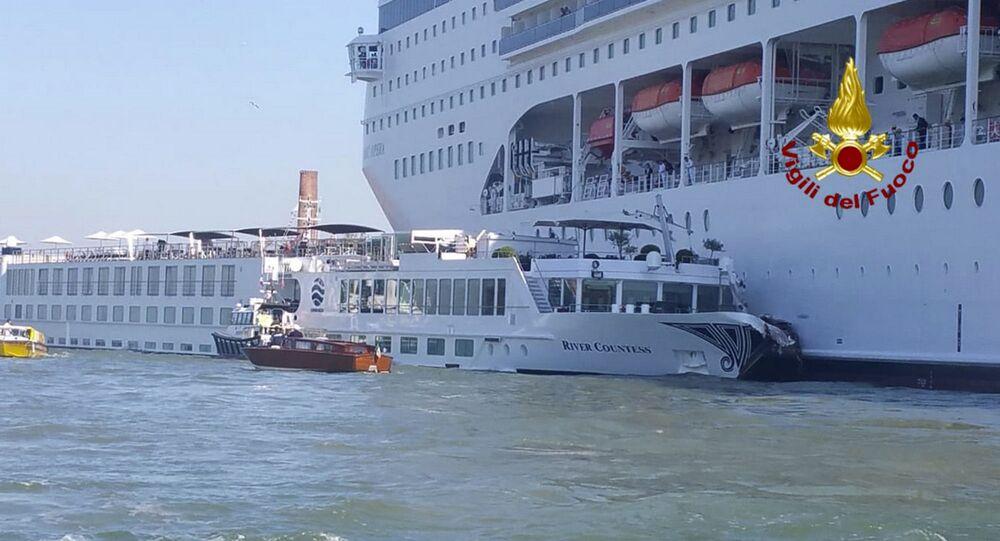 W Wenecji statek wycieczkowy zderzył się ze statkiem turystycznym