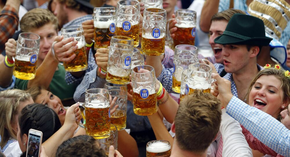 Rozpoczęcie festiwalu piwa Oktoberfest w Monachium