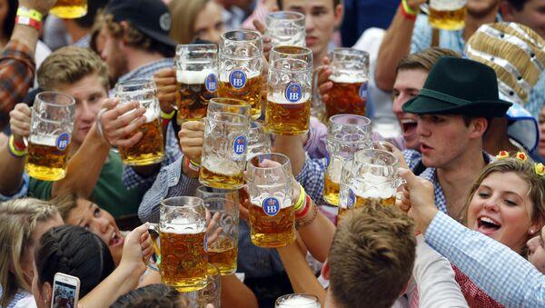 Rozpoczęcie festiwalu piwa Oktoberfest w Monachium - Sputnik Polska