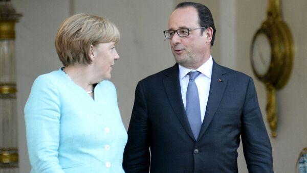 Prezydent Francji Francois Hollande i kanclerz Niemiec Angela Merkel w Paryżu - Sputnik Polska
