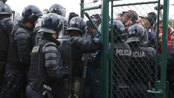 Policjanci zamykają słowacko chorwacką granicę - Sputnik Polska