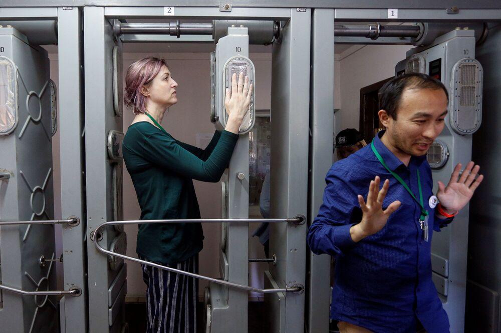 Turyści podczas zwiedzania Czarnobylskiej Elektrownii Jądrowej