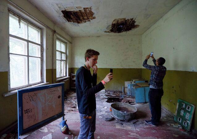 Turyści w przedszkolu w Czarnobylu