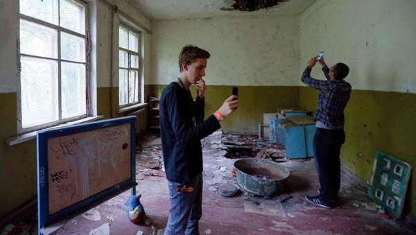 Turyści w przedszkolu w Czarnobylu  - Sputnik Polska