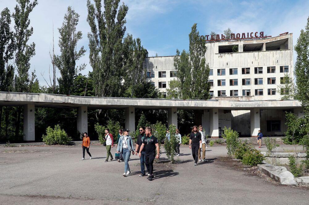 Turyści w opuszczonym mieście Prypeć