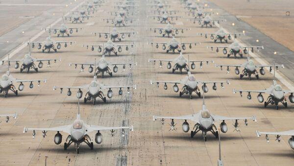 Myśliwce F-16 amerykańskich Sił Powietrznych - Sputnik Polska