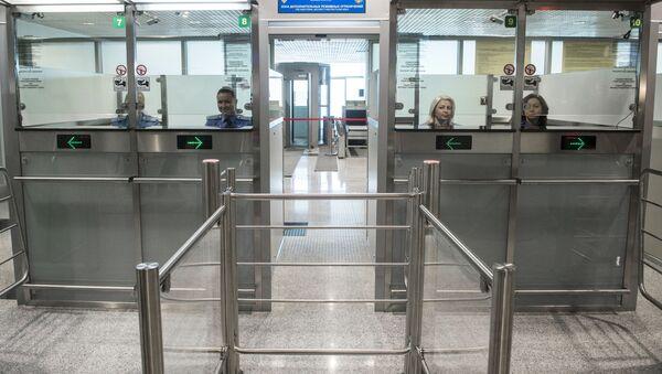 Kontrola graniczna w nowym sektorze E na lotnisku Domodiedowo  - Sputnik Polska