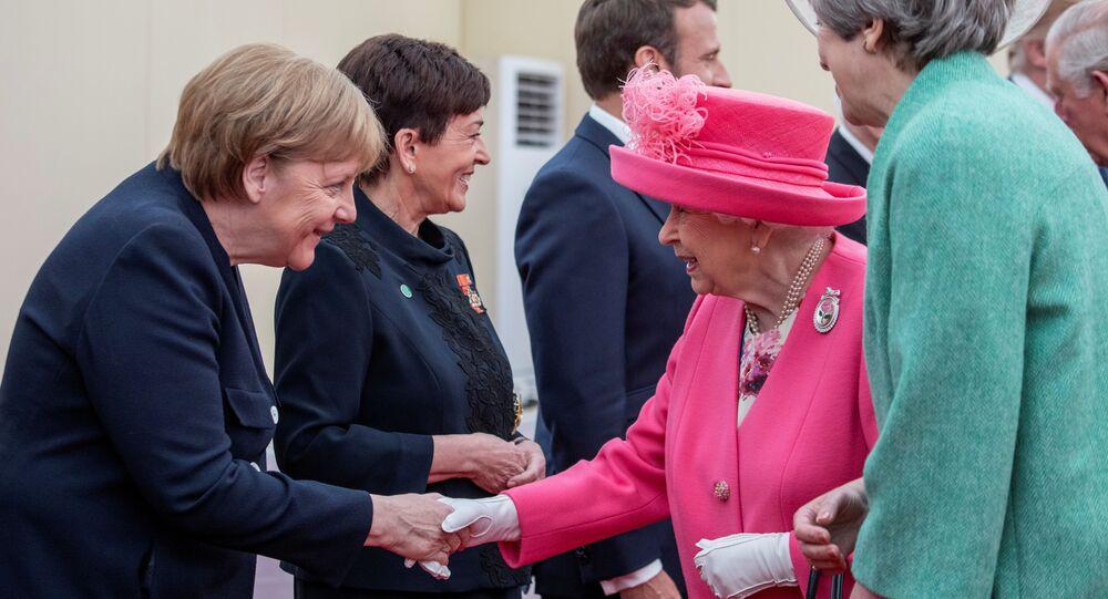 Kanclerz Niemiec Angela Merkel, królowa Wielkiej Brytanii Elżbieta II i premier Wielkiej Brytanii Theresa May w czasie uroczystości poświęconej 75. rocznicy lądowania w Normandii