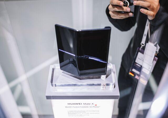 Smartfon Huawei Mate X na wystawie w Barcelonie
