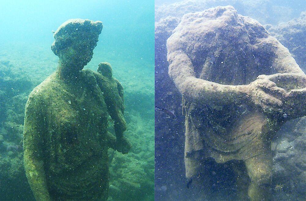 Posągi w Podwodnym Parku Archeologicznym Bai, Włochy.