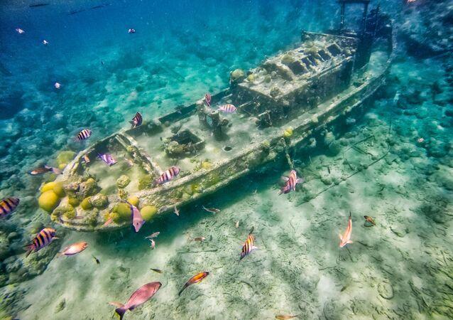 Zatopiony holownik niedaleko wyspy Curaçao na Morzu Karaibskim.