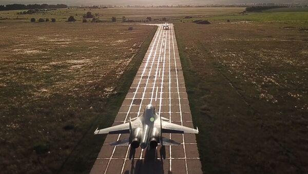 Dziury powietrzne, tankowanie w powietrzu i turbulencje: rosyjskie myśliwce nie mają lekko - Sputnik Polska