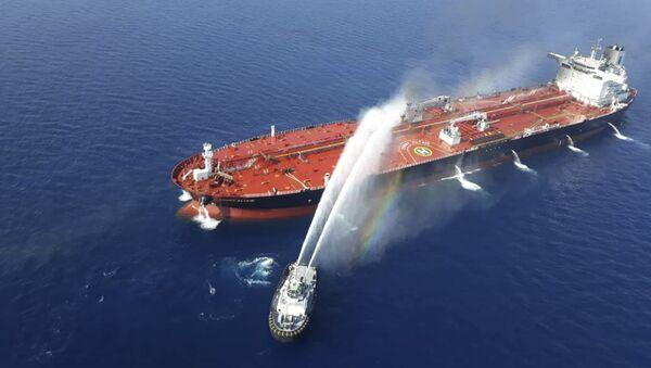 Gaszenie pożaru na tankowcu w Zatoce Omańskiej - Sputnik Polska