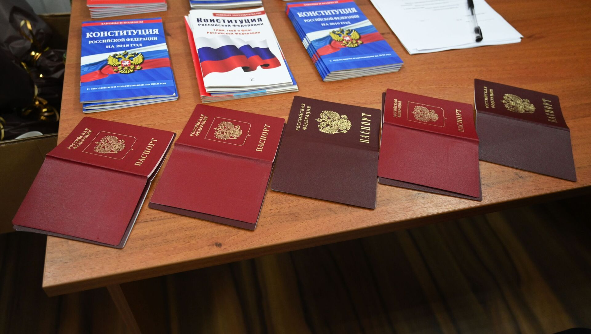 W czasie wydawania paszportów w wydziale ds. migracji oddziału MSW Rosji w obwodzie rostowskim - Sputnik Polska, 1920, 19.06.2021