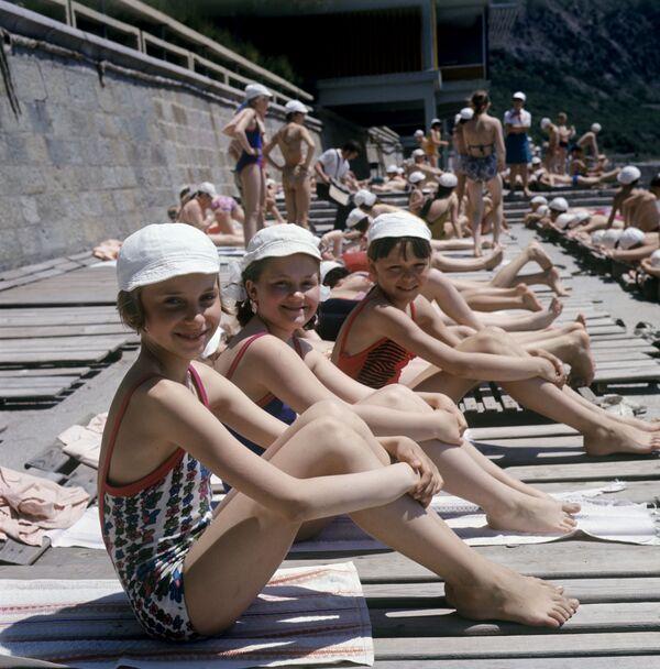 Dzieci na plaży w Arteku, 1973 rok - Sputnik Polska
