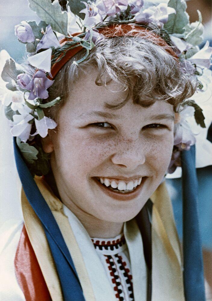 Pionierka w ukraińskim stroju ludowym, 1965 rok