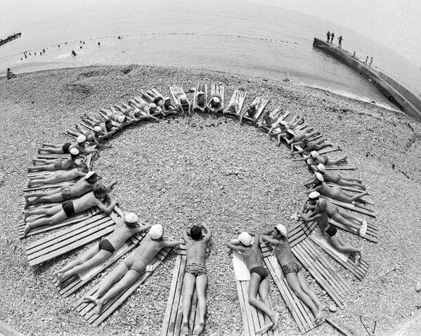 Na plaży w Arteku, 1985 rok - Sputnik Polska