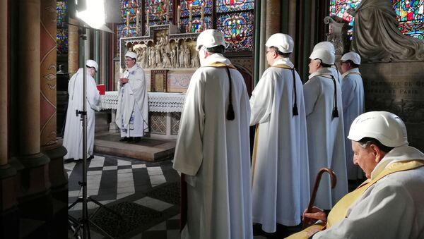Pierwsza msza w Notre Dame - Sputnik Polska