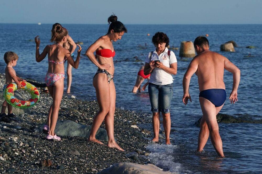 Wczasowicze na plaży w Soczi
