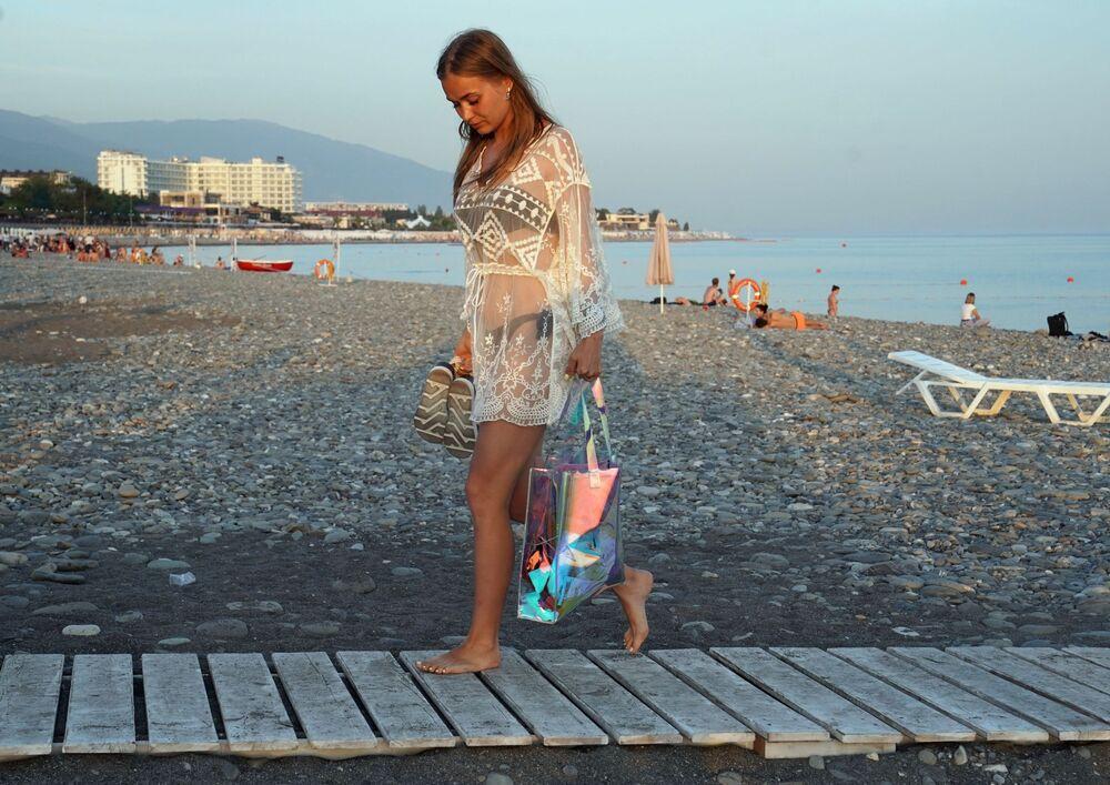 Dziewczyna na plaży w Soczi