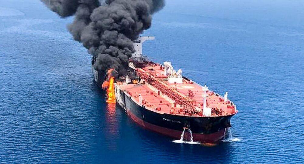 Gaszenie pożaru na tankowcu w Zatoce Omańskiej