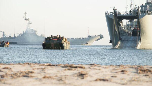 Okręt desantowy ORP Gniezno Marynarki Wojennej Polski podczas ćwiczeń wojskowych - Sputnik Polska