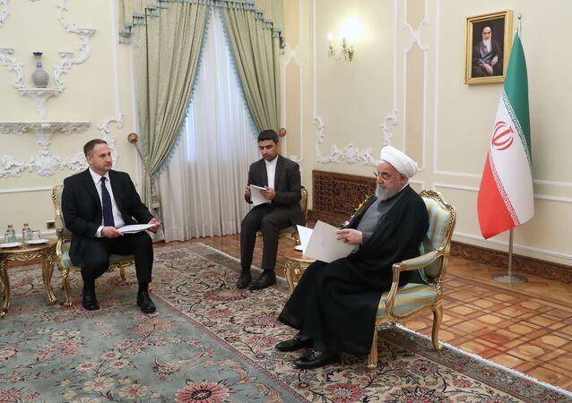 Nowy ambasador Polski w Iranie Maciej Fałkowski na spotkaniu z prezydentem Hassanem Rouhanim