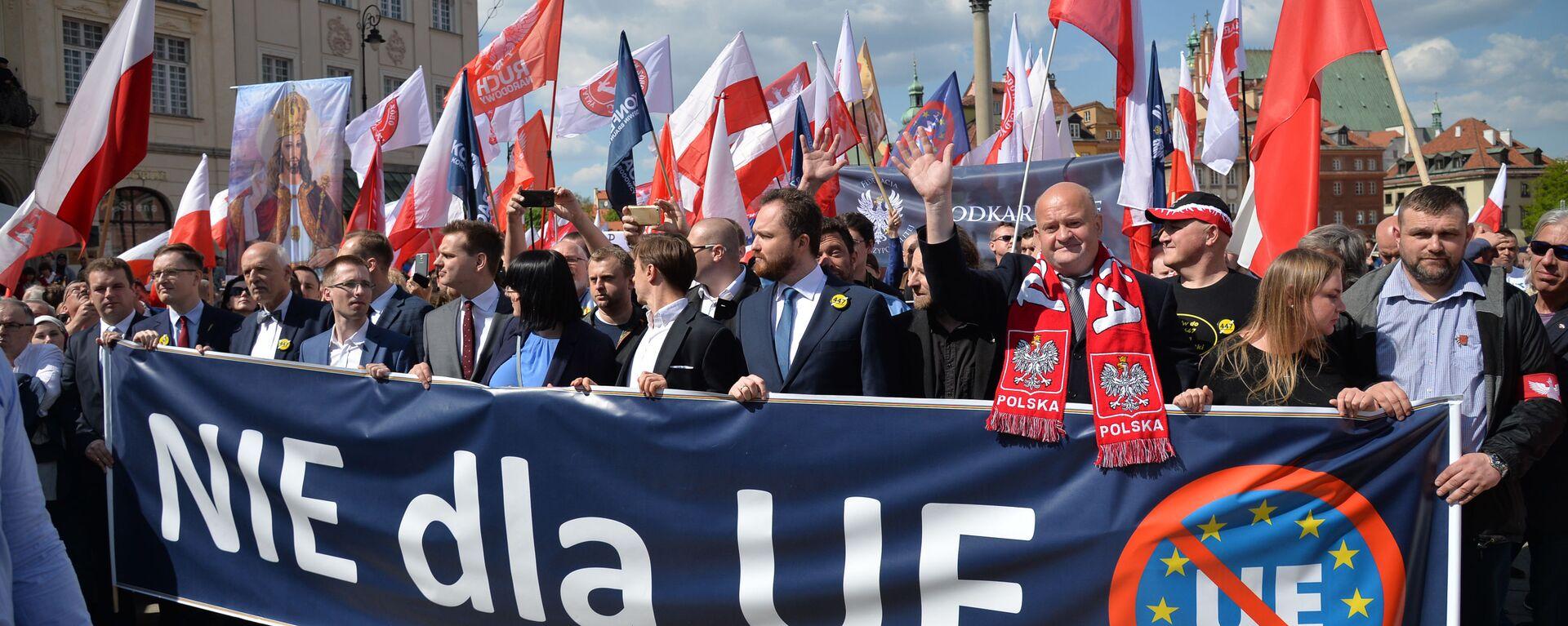 Marsz przeciw UE w Warszawie - Sputnik Polska, 1920, 19.07.2021