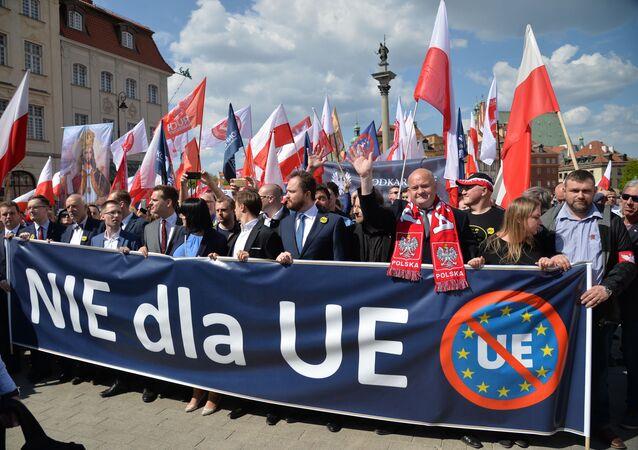 Marsz przeciw UE w Warszawie