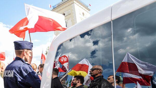 Marsz przeciwko UE w Warszawie - Sputnik Polska