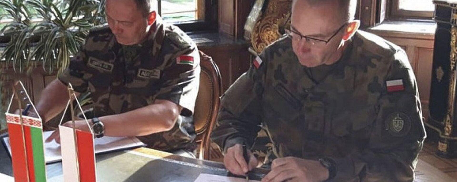 Dowódca Sił Powietrznych Białorusi generał Igor Gołub na podpisaniu umowy przewidującej wymianę informacji na temat sytuacji powietrznej w pobliżu wspólnej granicy państwowej między Białorusią a Polską - Sputnik Polska, 1920, 30.08.2021