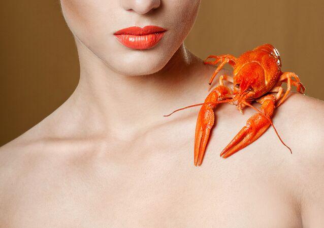 Rak na ramieniu kobiety