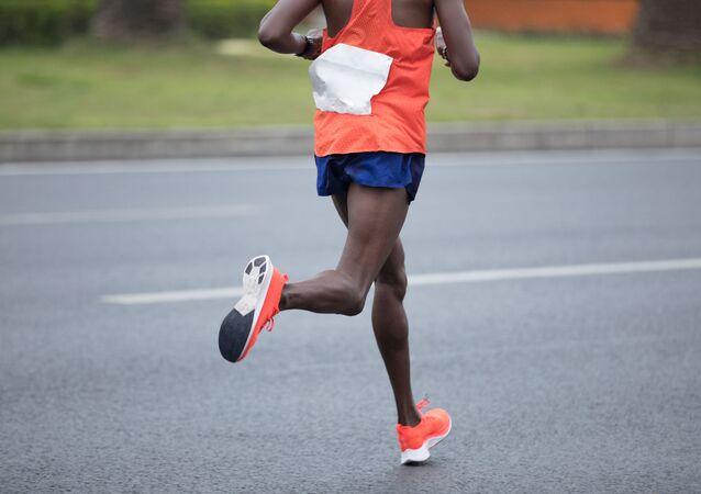 Mężczyzna biegnie