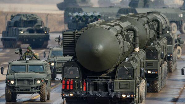 Rakietowy pocisk balistyczny Topol-M - Sputnik Polska