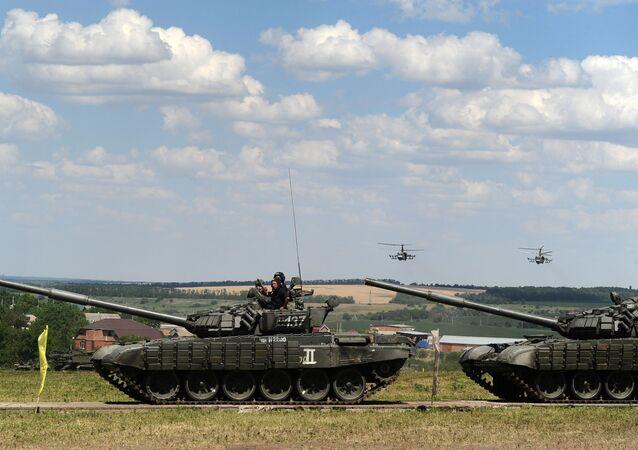 """Czołgi T-72BZ podczas międzynarodowego forum wojskowego """"Armia 2019"""""""