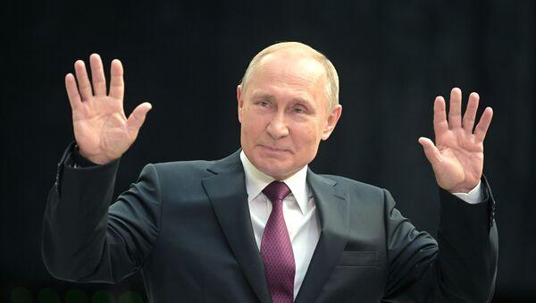 Władimir Putin podczas gorącej linii - Sputnik Polska