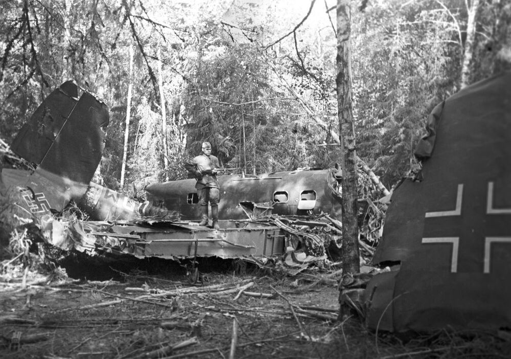 Zestrzelony niemiecki myśliwiec w lesie pod Moskwą
