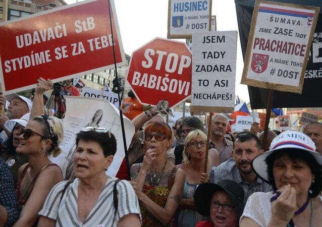 Protesty przeciwko Andrejowi Babišowi w Pradze