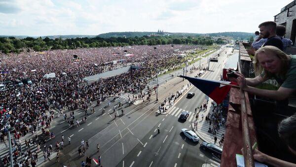 W Pradze około 250 tys. protestujących domaga się dymisji premiera i miliardera Andreja Babiša - Sputnik Polska