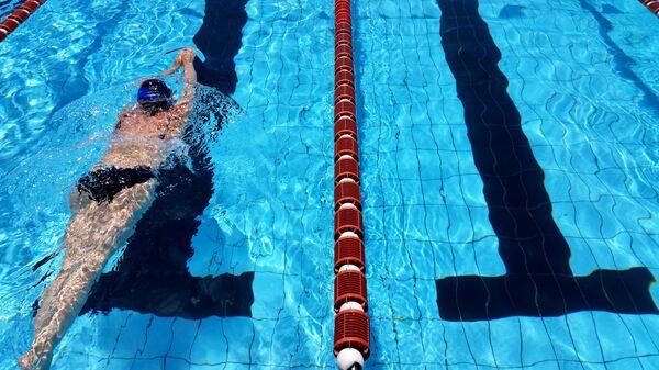Pływanie na basenie - Sputnik Polska