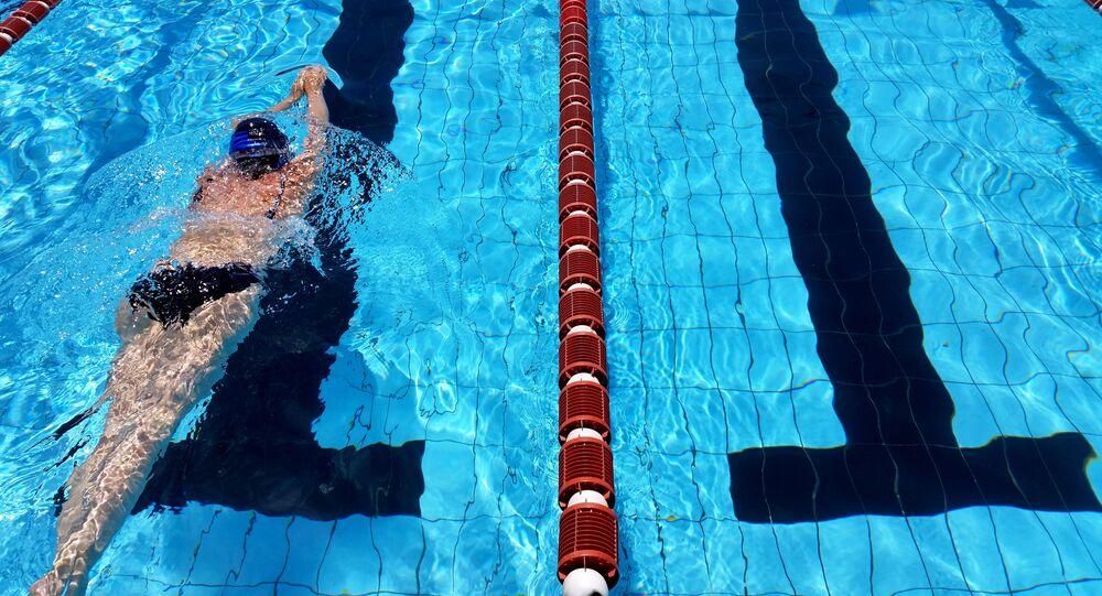 Pływanie na basenie