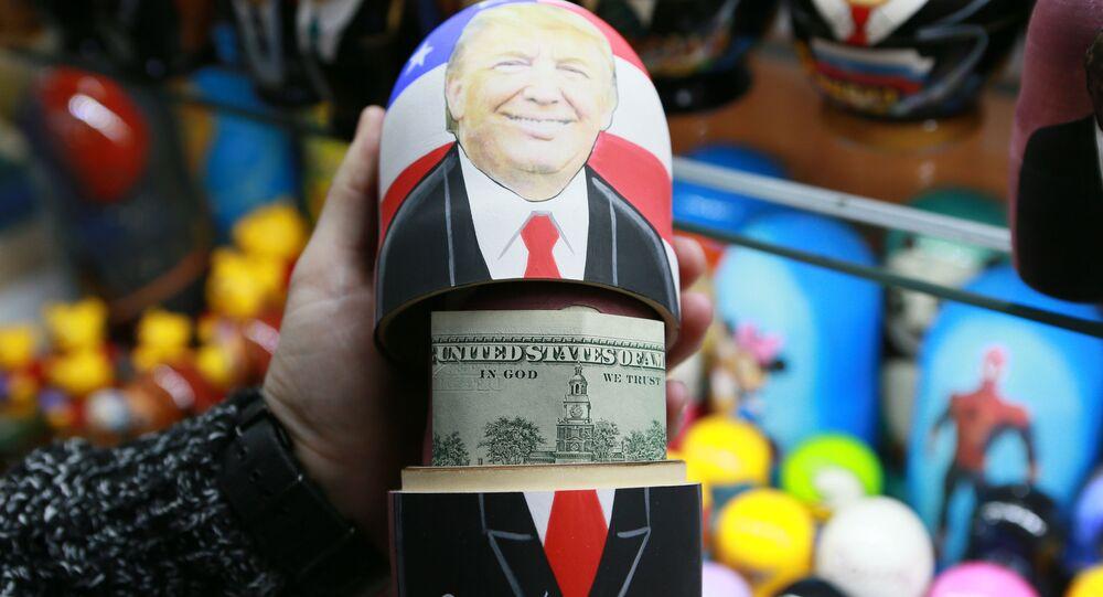 Matrioszka z portretem Donalda Trumpa i dolarami